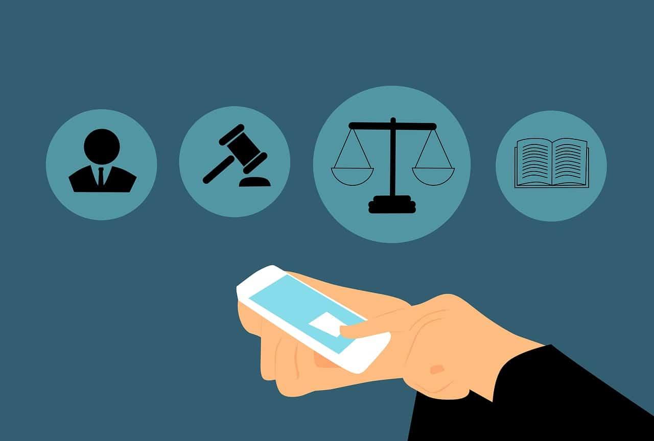 עורך דין עם טלפון