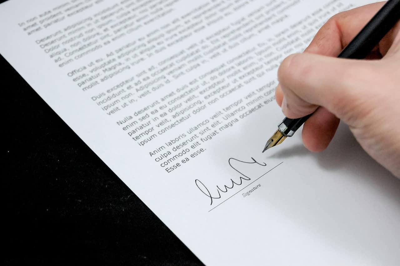 ארבעה שלבים להגשת תביעה אונליין